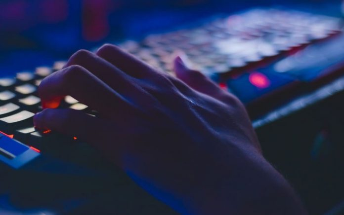 hacker-hand-keyboard-pexels